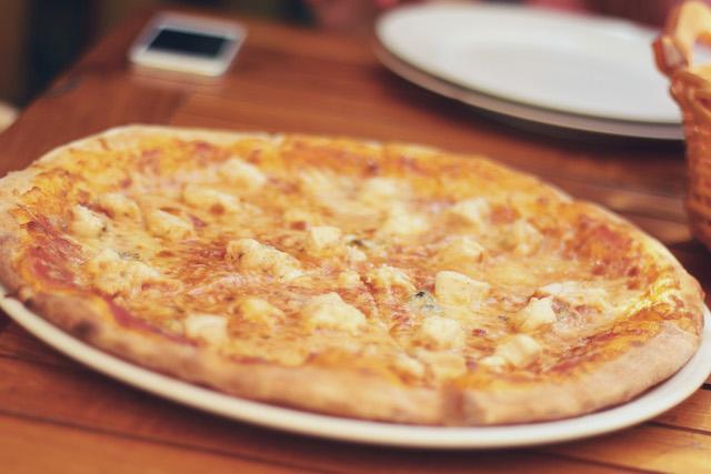 https://pizza-venezia-kl.de/wp-content/themes/gloriafood-restaurant/assets/starter/food-delivery.jpg